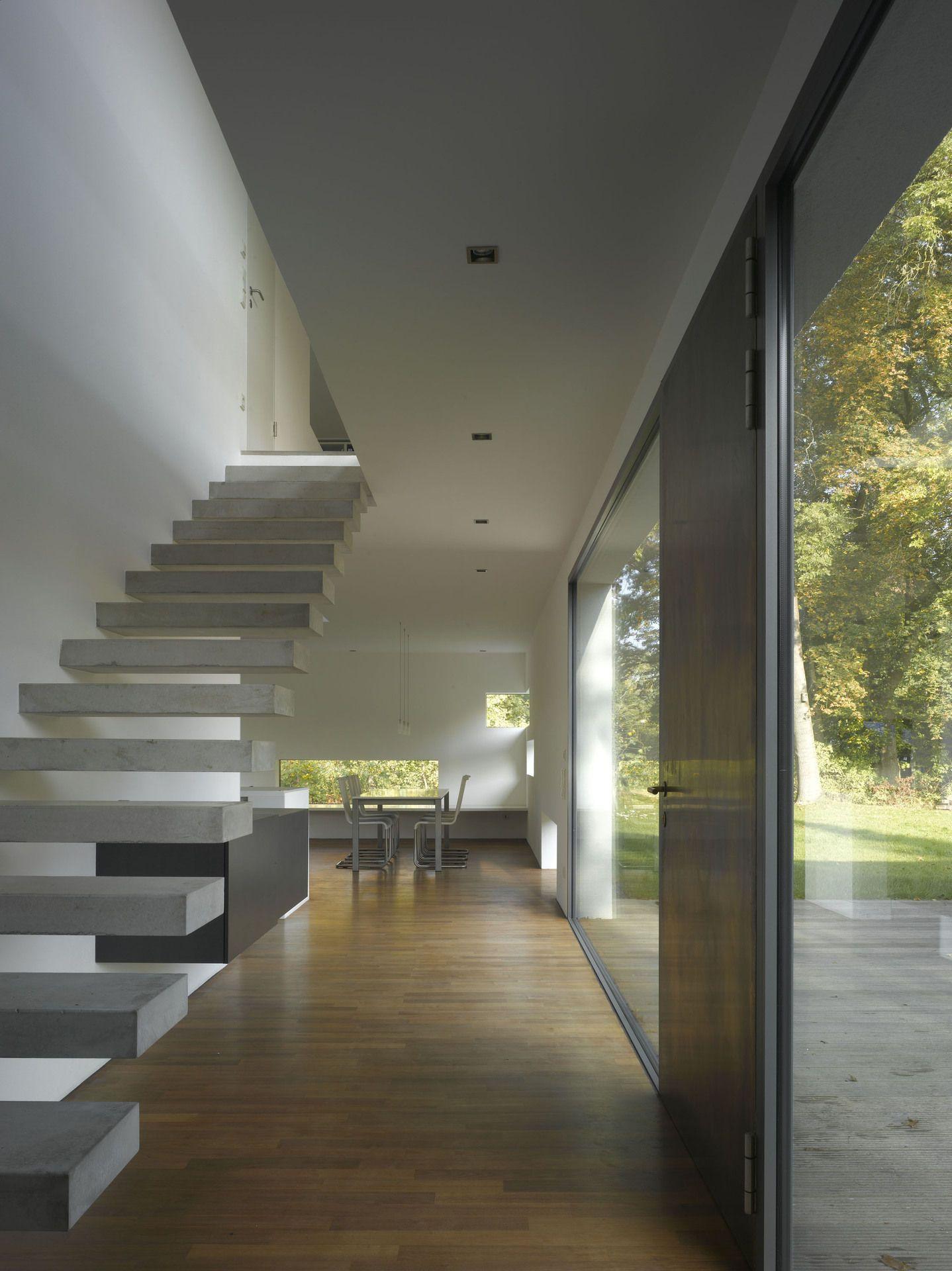 kragarmtreppe aus beton treppen design. Black Bedroom Furniture Sets. Home Design Ideas