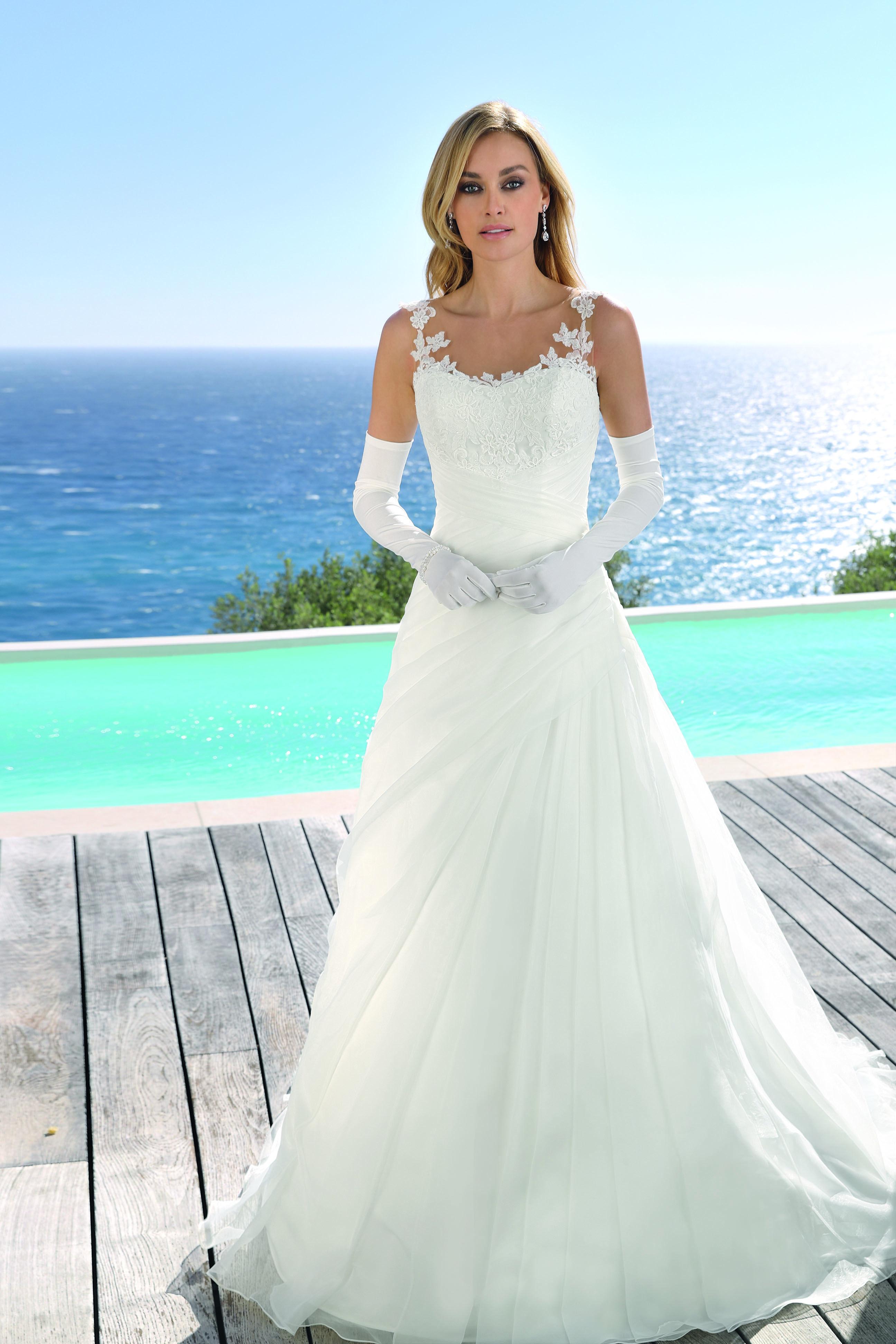 ladybird | Pinterest | Wedding dress and Weddings