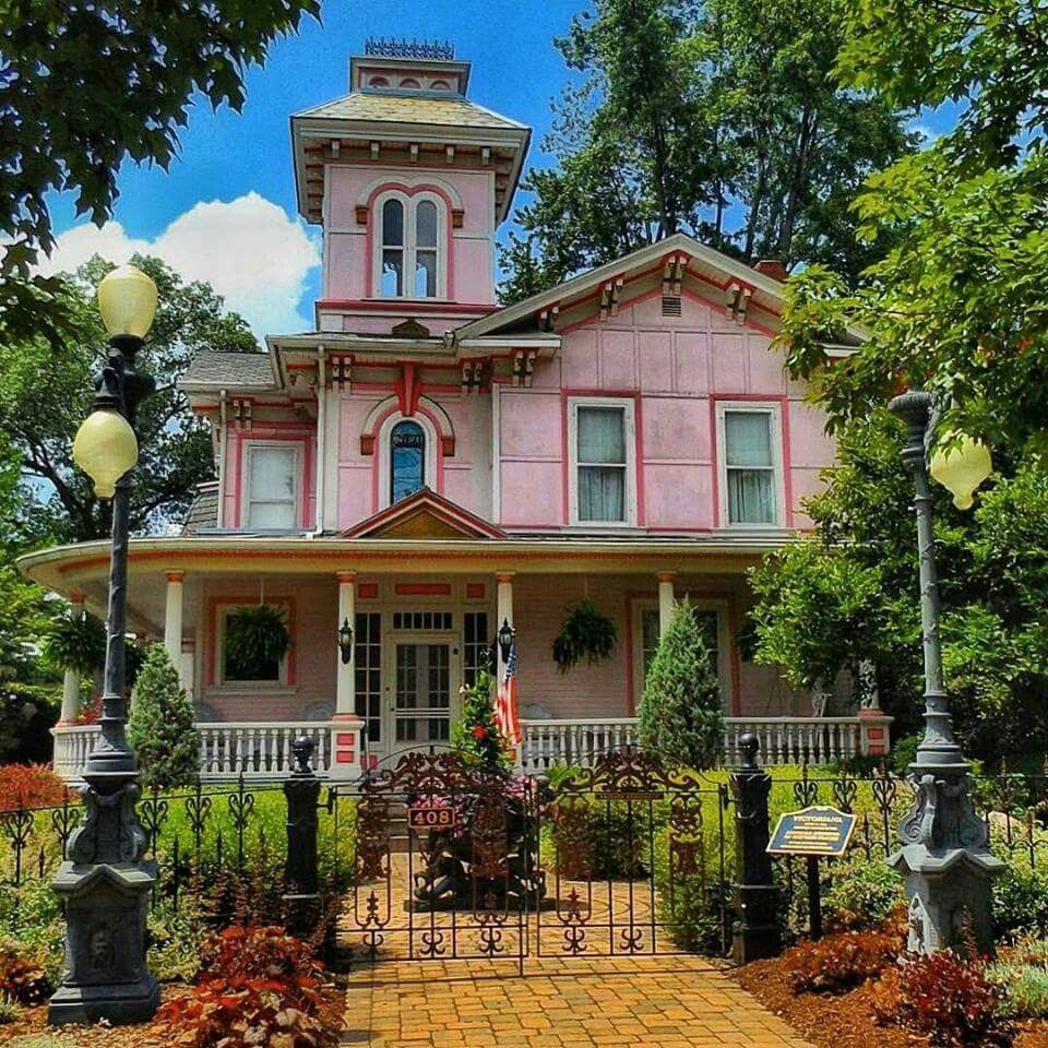 A House For Any Typical Main Street Usa Victorian Dreams Victorian Homes Victorian Style Homes Pretty House