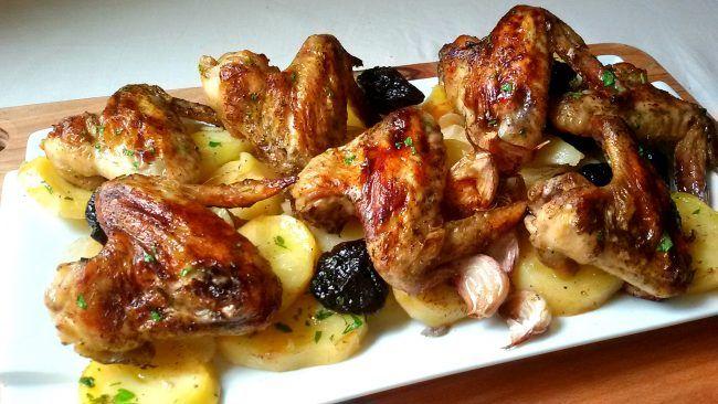 Alitas de pollo al horno con patatas panadera
