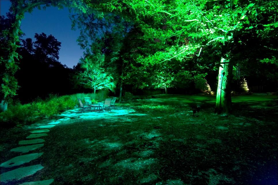 See How The Pros Use Outdoor Lighting To Highlight Landscape Design And Beautifu Outdoor Landscape Lighting Modern Landscape Lighting Landscape Lighting Design