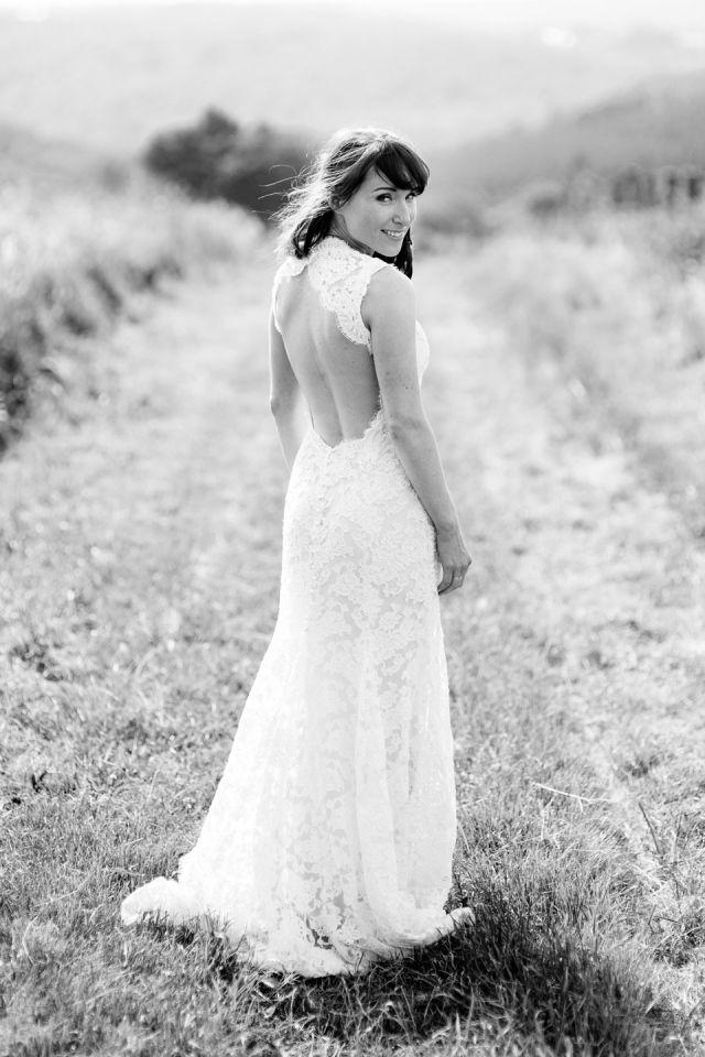 8e7f2583de423d  bruid  trouwjurk  open  rug  bruiloft  trouwen  belgie Trouwen in de  Belgische Ardennen