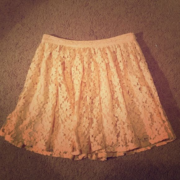 Forever 21 pale pink floral skirt Forever 21 size 27 skirt made of cotton, nylon and polyester. Fits like a size medium. Forever 21 Skirts Mini