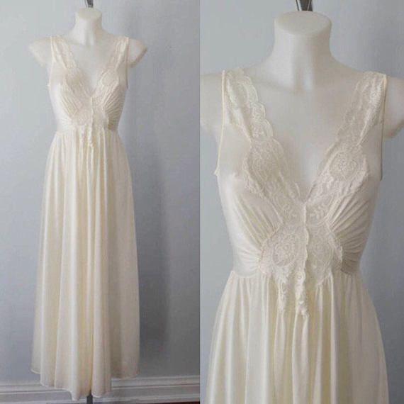 1c0834216e Vintage Ivory Nightgown 1980s Nightgown Olga Vintage