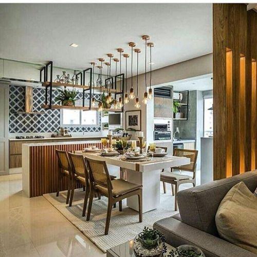 Boa tarde! O painel ripado iluminado divide os ambientes e também se repete na bancada da cozinha. By Larissa Catossi Arquitetura. Marque seus amigos. Tag yours friends. #destino_casa_arrumada #decoração #arquitetura #viagem #dicas #project #vacation #design #luxury #interiors #interiordesign #f4f #inspiration #decoration #decor #detail #architecture #travel #home #dreamhome #homedecor #homeideas #homestyle #arquidecor #travelphotography #lifestyle #modern #contemporary #outside #poolside…