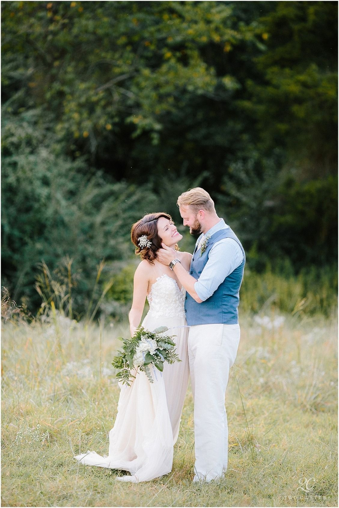 Rustic chic wedding at an arkansas barn stella york wedding dress