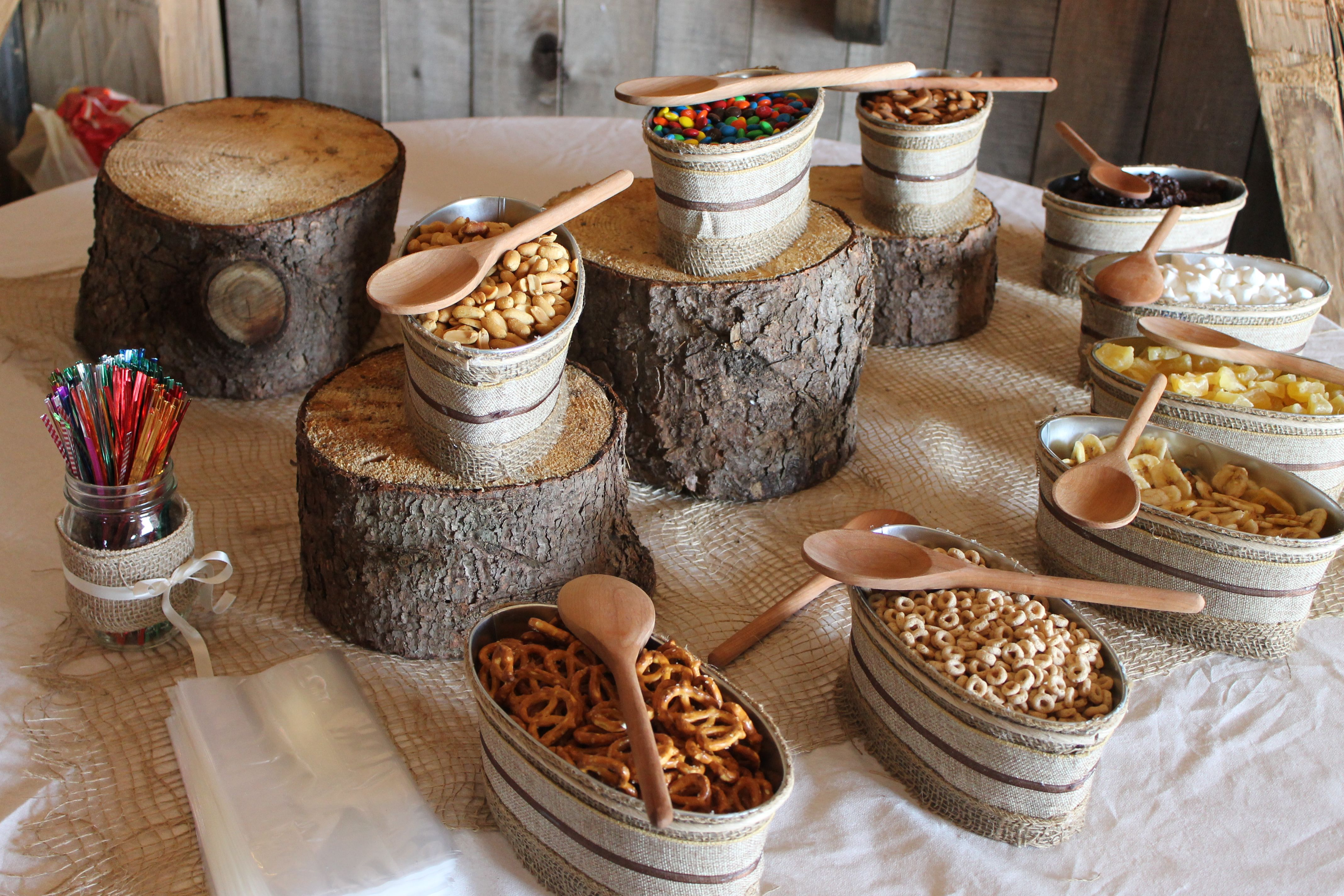 Kayla fuit something like this for our little snack table - Table snack bar but ...