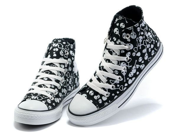 Converse Style, Black Converse, Converse Shoes, Heart Painting, Gothic Shoes,  Shoes High Tops, Shoe Nails, Shoe Closet, Imelda Marcos