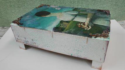 Lienzo elaborado con caja de fresas. Apliqué técnicas #mixedmedia.