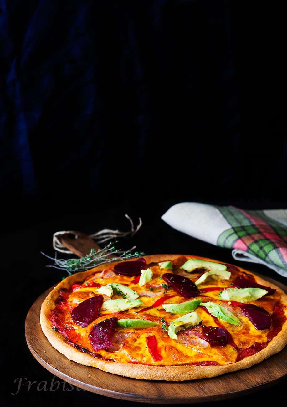 pizza-con-aguacate-y-remolacha
