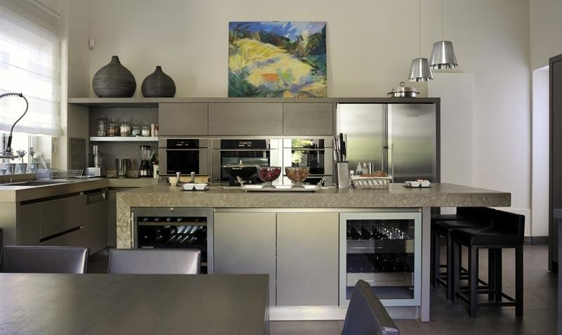 390297-cuisine-design-et-contemporaine-l-ilot-central-de-cettejpg