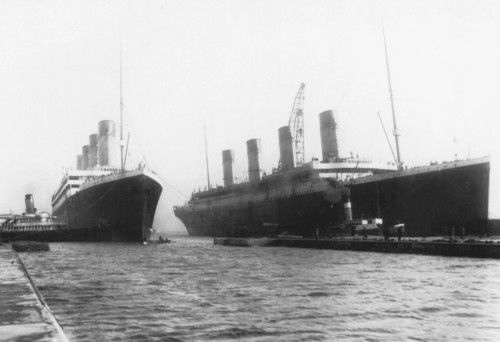 9a7afa1d This is a very rare shot of Olympic and Titanic together | Titanic ...