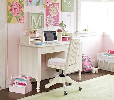 Super cute girl 39 s desk setup i could see this in my for Cute bedroom setups