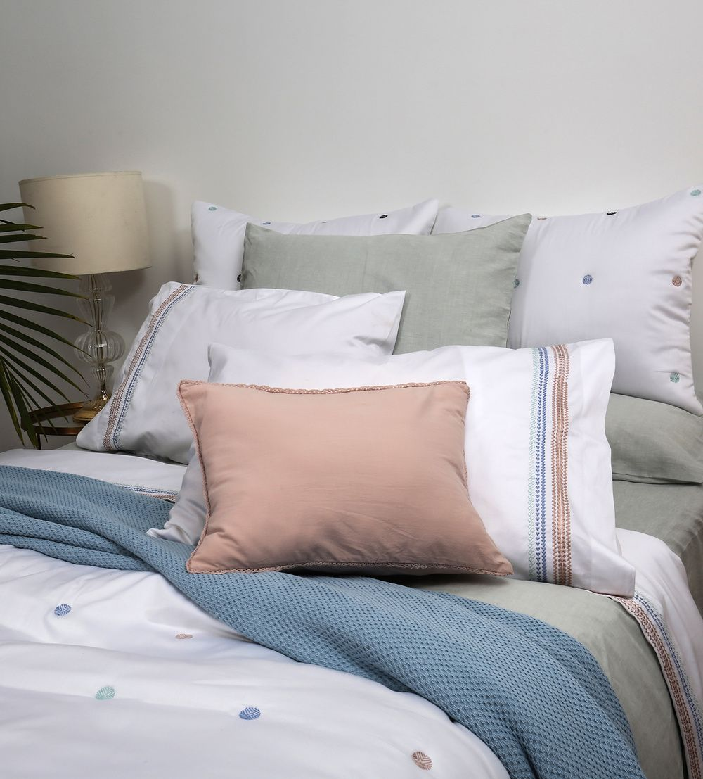 The Fine Material Of Lilly Linen Bed Sheets And Covers Is Used To Introduce  Fresh Designs