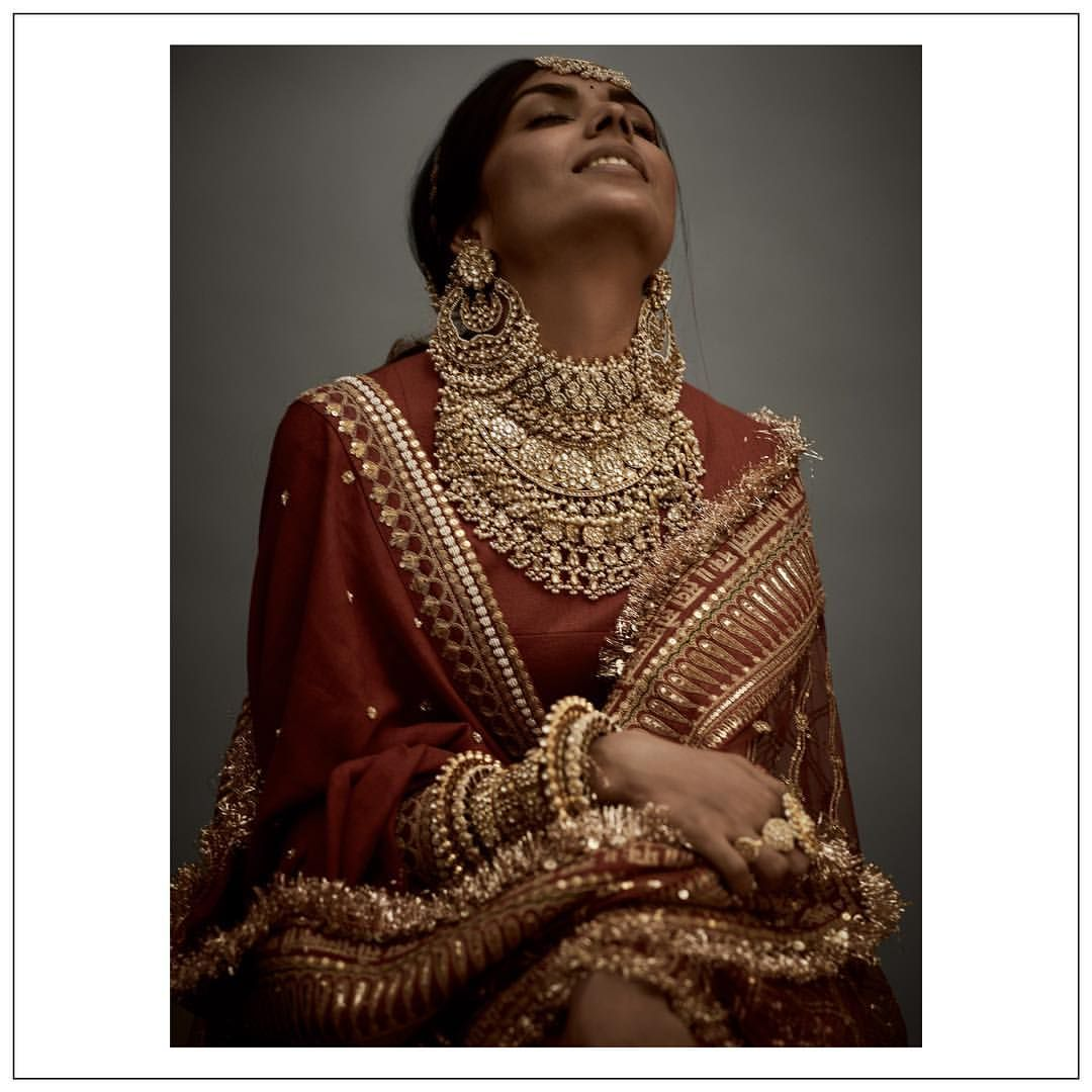 Traditional wedding jewellery with uncut diamonds and ...