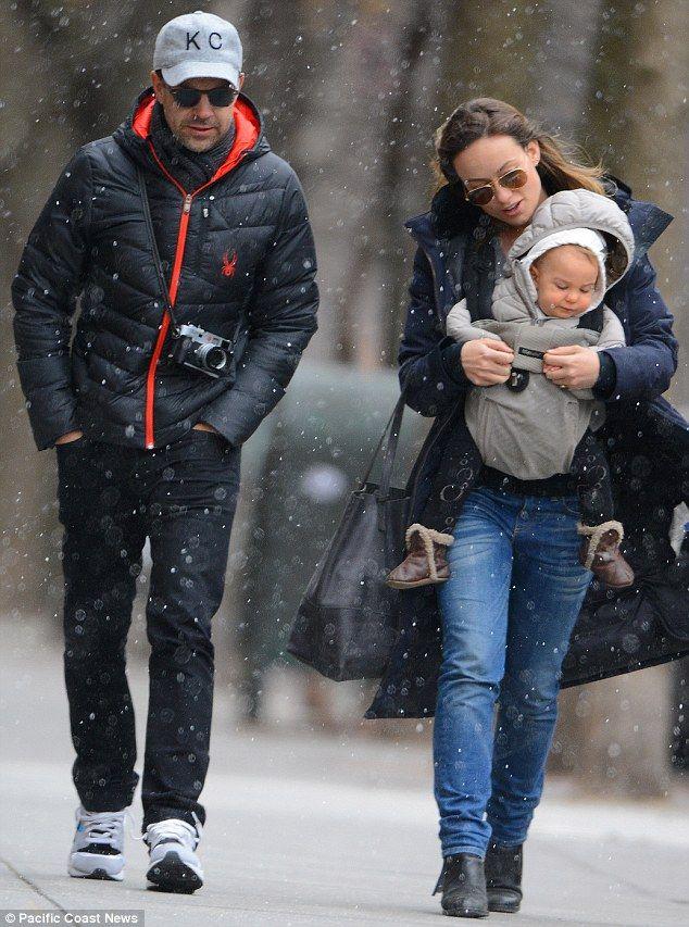 Olivia Wilde And Jason Sudeikis Take Newborn Otis Out In Snow Jason Sudeikis Olivia Wilde Otis