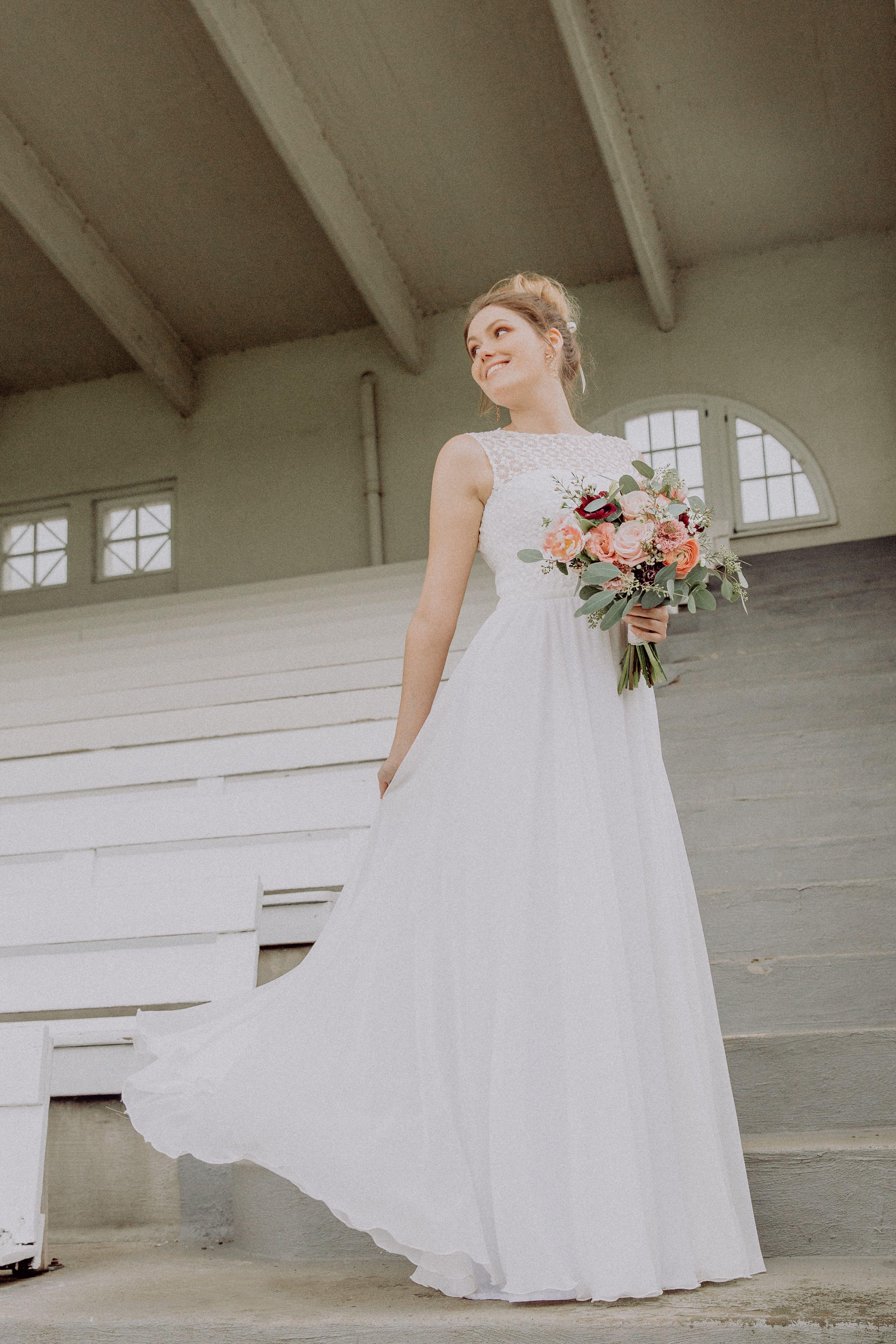 Brautmode Köln: Leichte Brautkleider und Hochzeitskleider ...