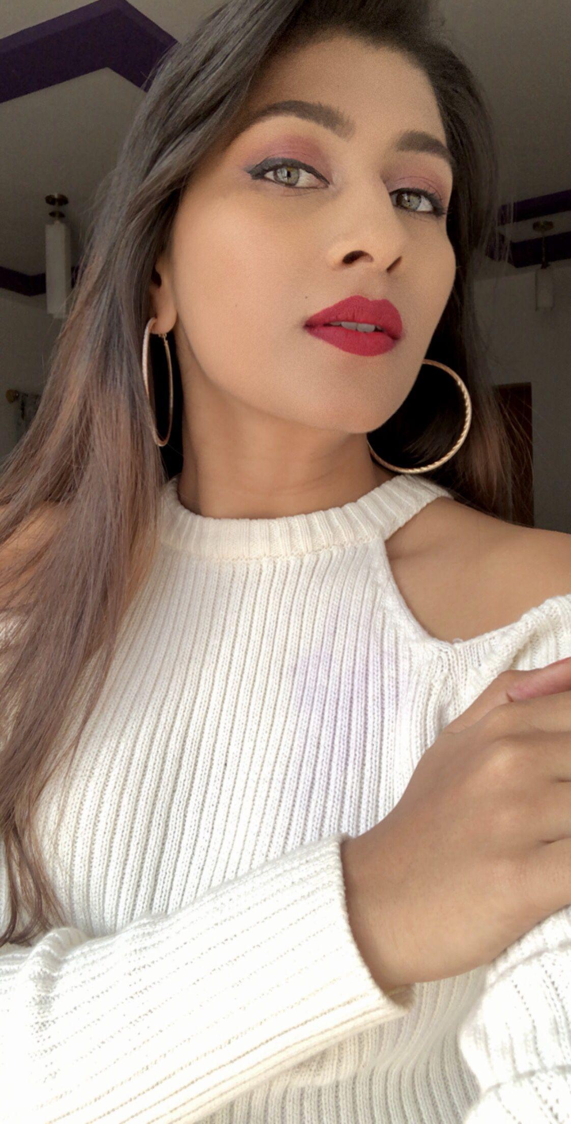 Add Hoop Earrings And Red Lips For Easy Glam Look Red Lips Hoop