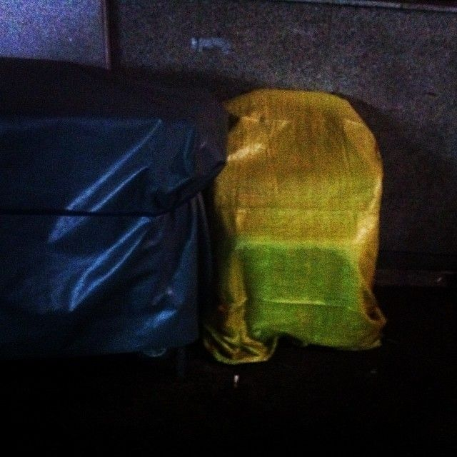 .@byehong | #야간산책 | #골목 #짐 #놓아두기 / 2013 12 10  /