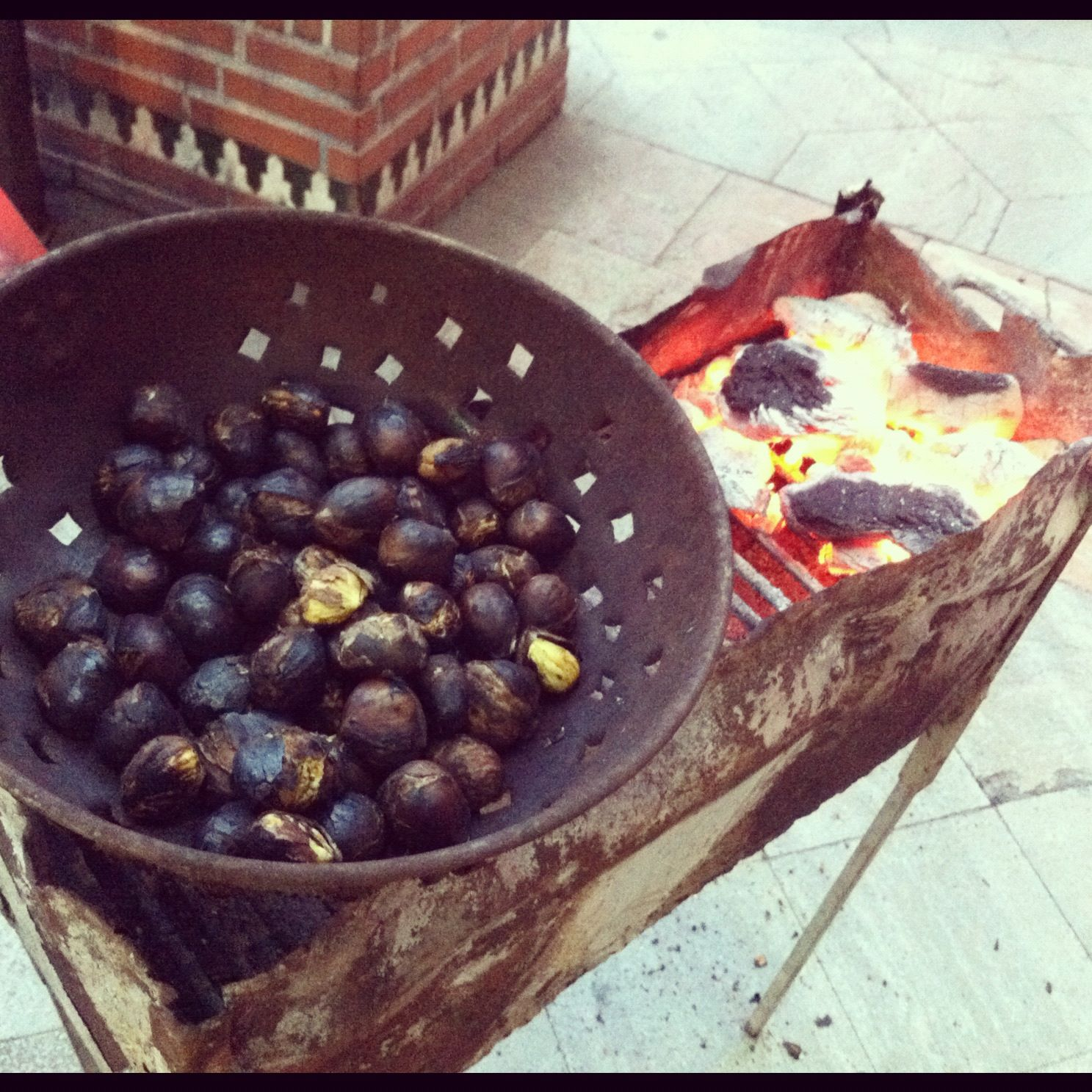 Roast chestnuts on every corner great smell wafting around roast chestnuts on every corner great smell wafting around granada streets at christmas portuguese recipesspanish food forumfinder Image collections