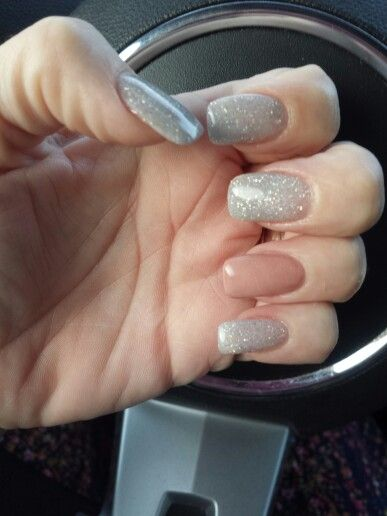 Light gray glitter with nude accent nail