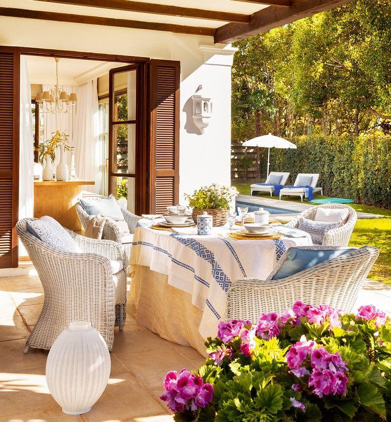Tavolo In Rattan Bianco.Piante Da Giardino Fiorire Arredamento Con Sedie In Rattan Di
