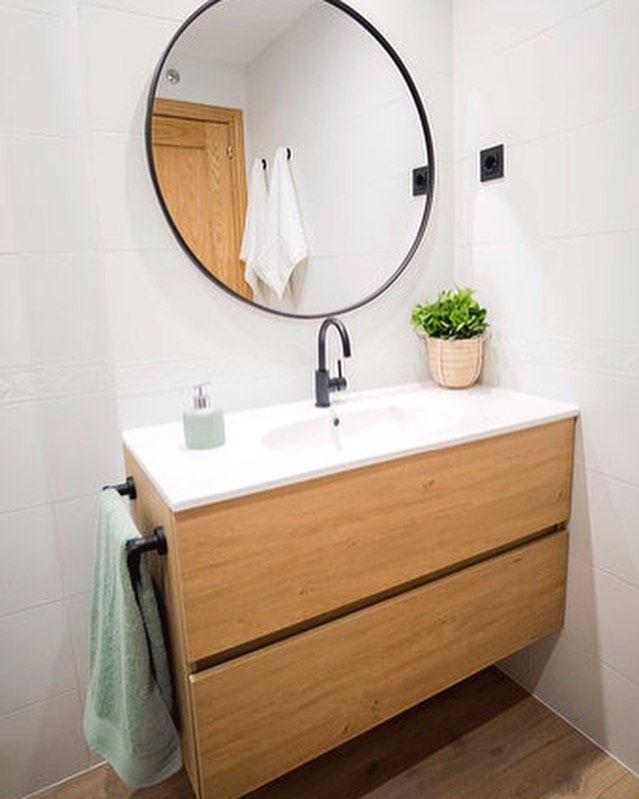 Los baños en blanco son casi siempre un acierto y no ...