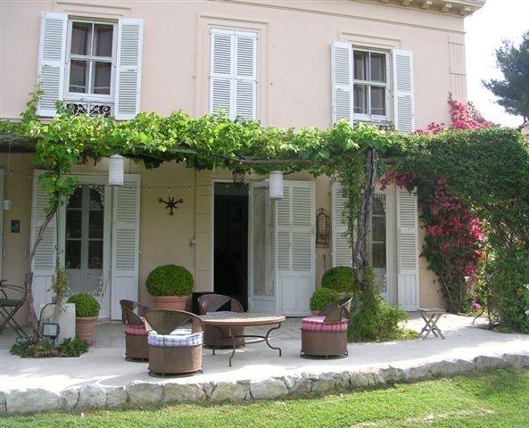 villa in cap d 39 antibes h z pinte. Black Bedroom Furniture Sets. Home Design Ideas