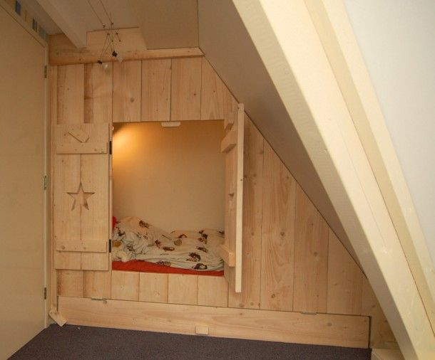 Idee u00ebn voor kinderkamer op zolder   inbouwbedstee in nieuw steigerhout met ruimte voor