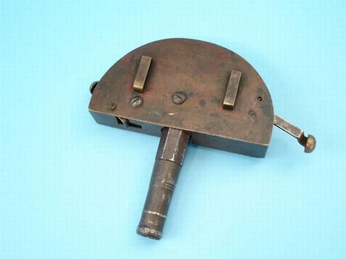 Mini armas camufladas en objetos Buckle gun (1775) 1a