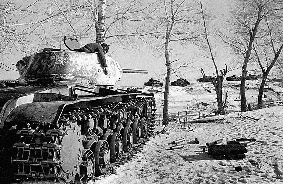 KV-1 destroyed after slaughtering Panzer column at the beginning de1943 in Voronezh.