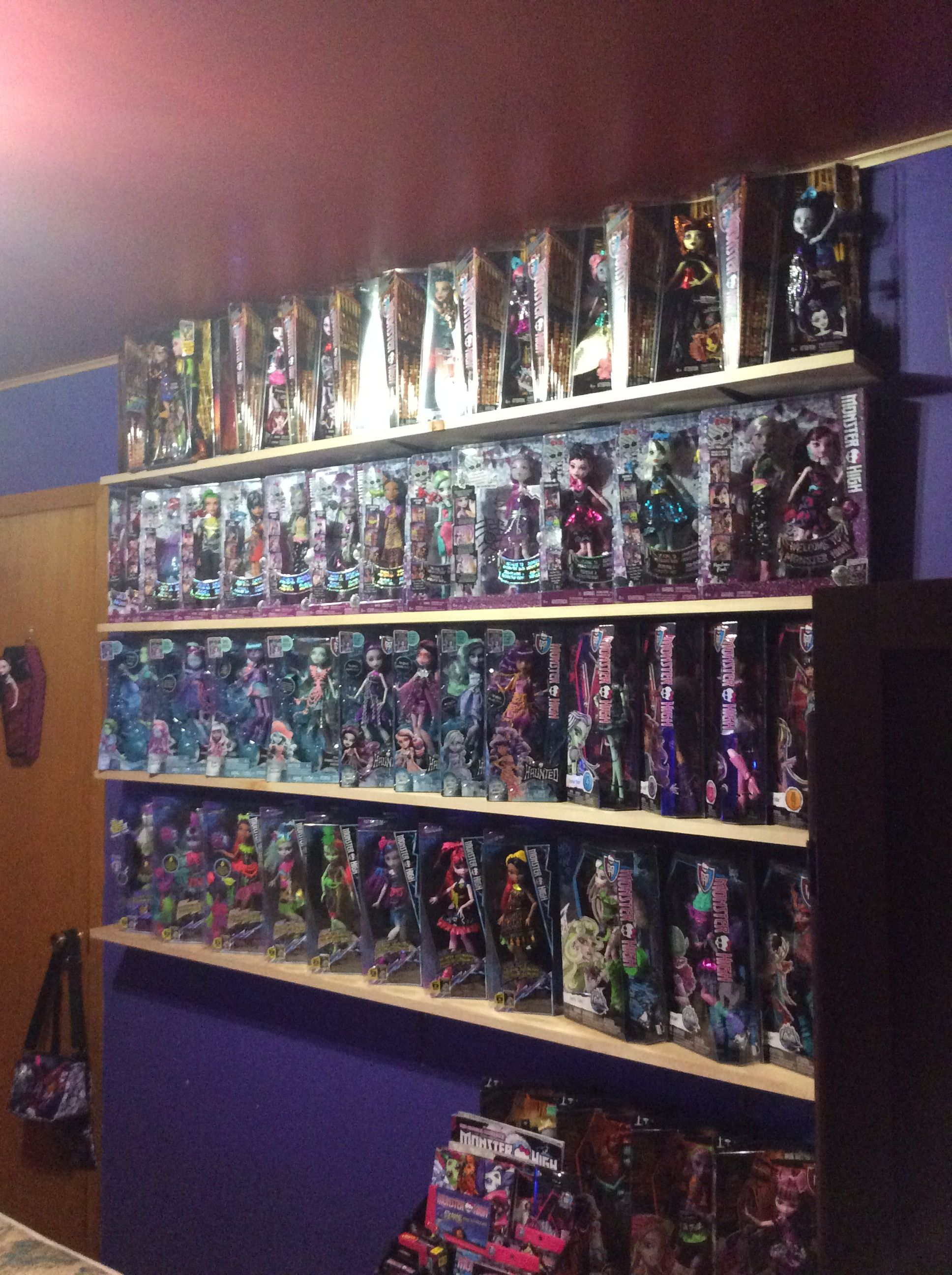 Pin by Melanie on Collection  Photo wall, Monster high, Decor
