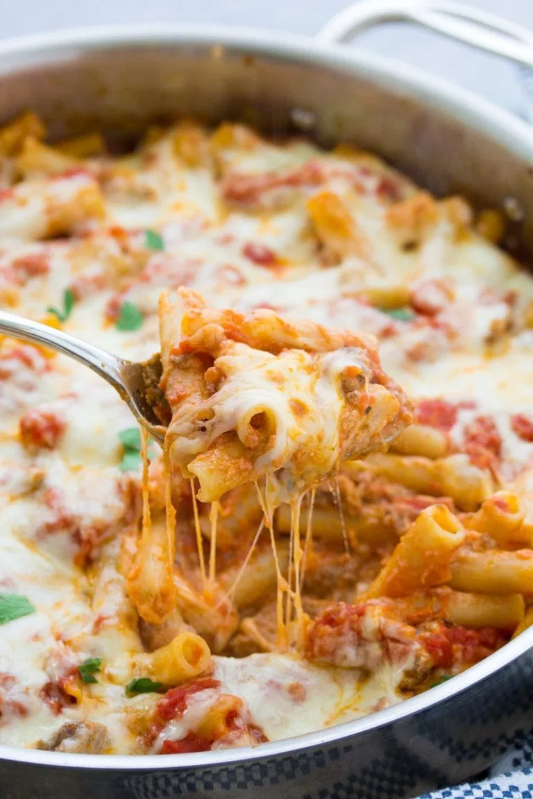 Easy One Pot Baked Ziti Recipe Made With Ricotta Ground Beef Or Italian Sausage And Mozzarella Cheese It S Cream Baked Ziti Ziti Recipes Homemade Breakfast