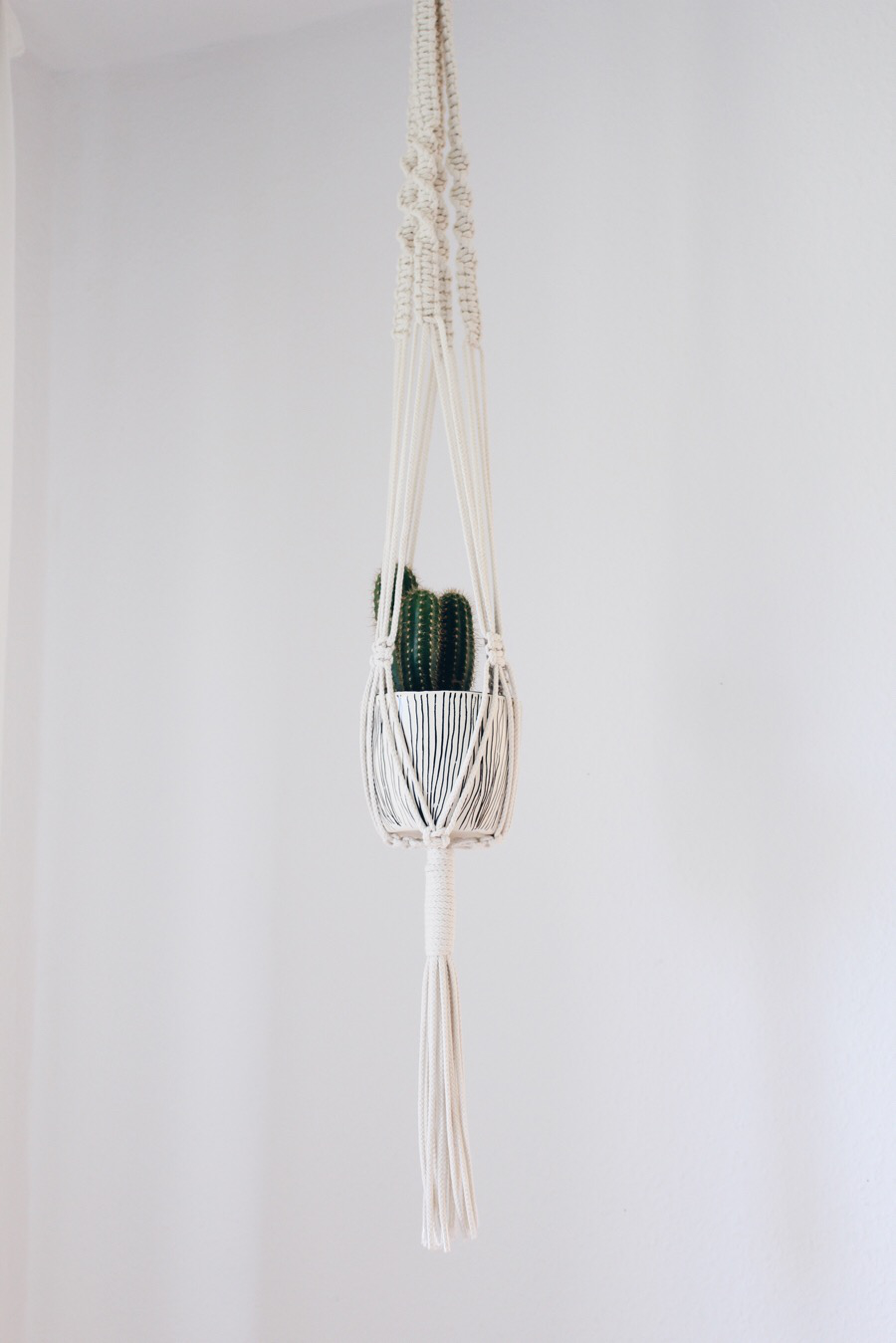 Photo of Make DIY macrame hanging basket yourself – Boho and Nordic | DIY & interior blog