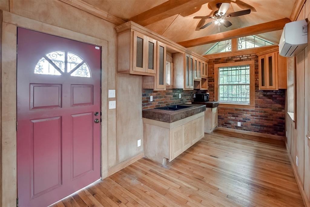 288 sq ft tiny home on stilts in houston texas for 60k