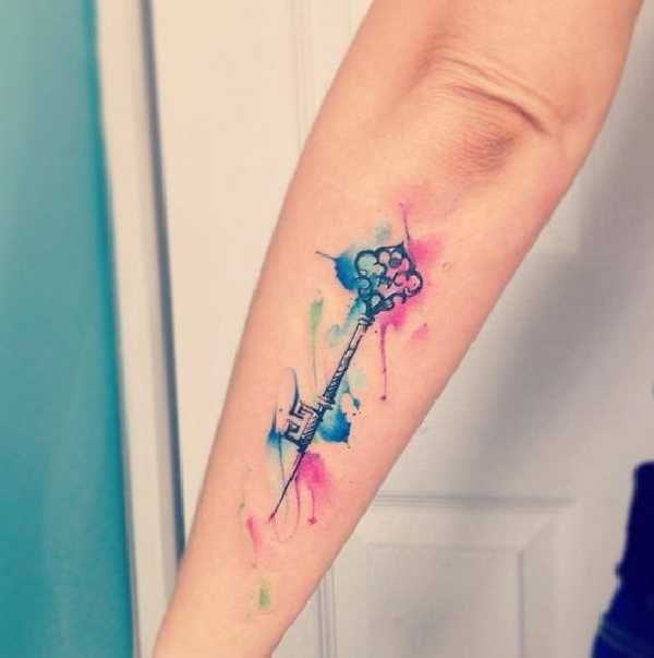 . Schlüssel als Tattoomotiv sind weit verbreitet und überall beliebt. Sie werden in der Regel als kleines, maximal handflächengroßes Motiv gestochen. Die Bedeutungen der Schlüssel sind oftmals sehr persönlich und extrem unterschiedlich. Manchmal spricht man vom &qout;Schlüssel zu einem Herzen&qout; ein…