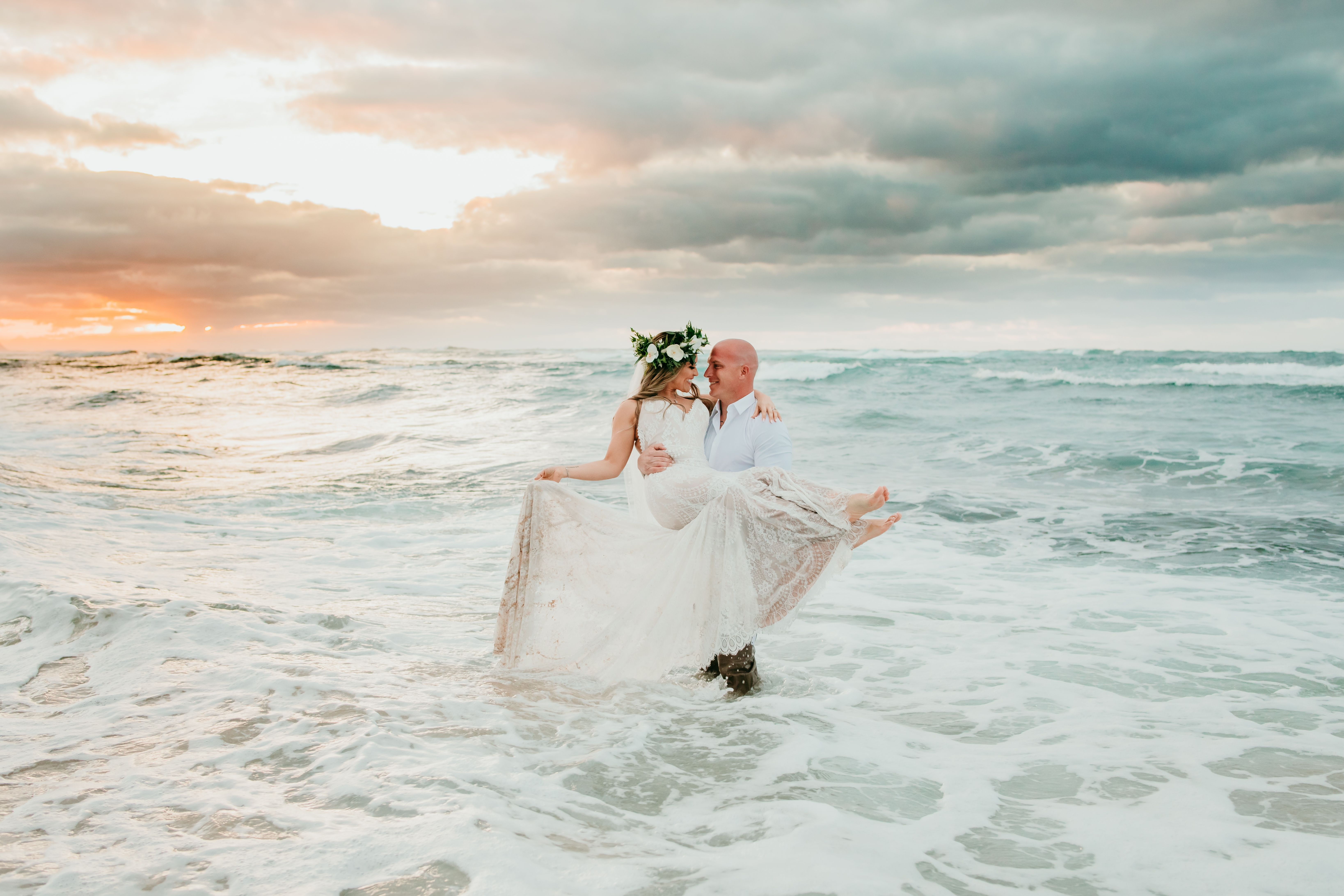 Sunset Wedding Water Poses Hawaii Wedding Photos At Sunset On The
