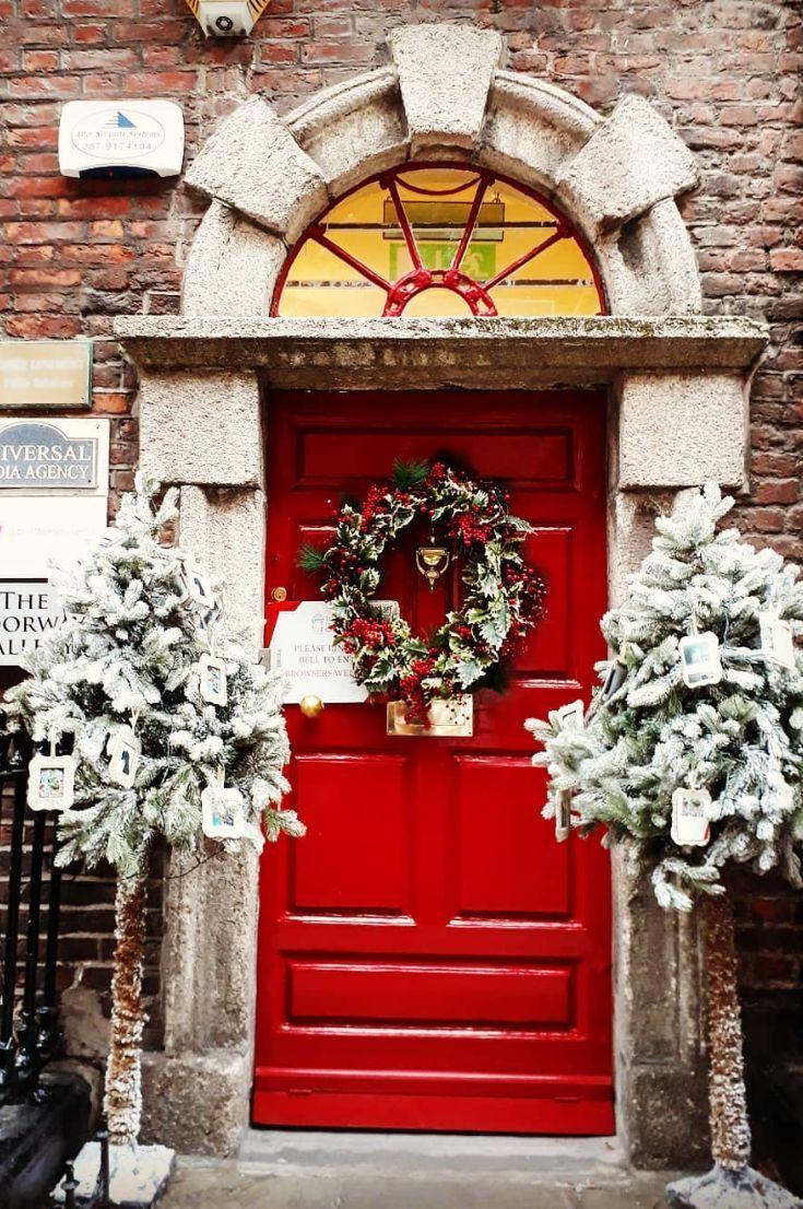 35+ Free Stunning Christmas Front Doors Decoration Ideas New 2020 - Page 5 of 35 #christmasdoordecorationsforwork