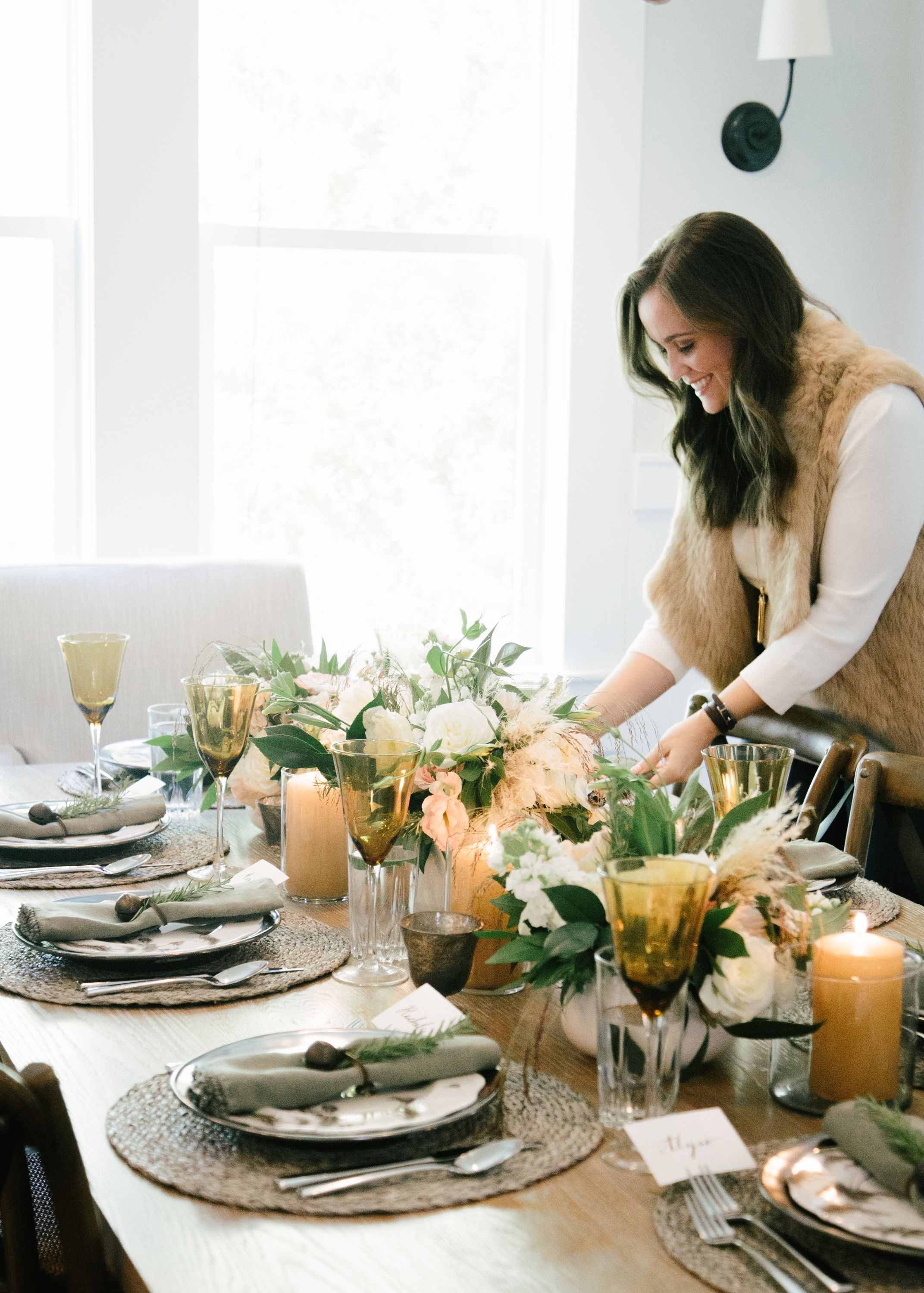 Marie Flanigan Interiors - Holiday Table Setting - Organic Table Setting - White Peach & Marie Flanigan Interiors - Holiday Table Setting - Organic Table ...