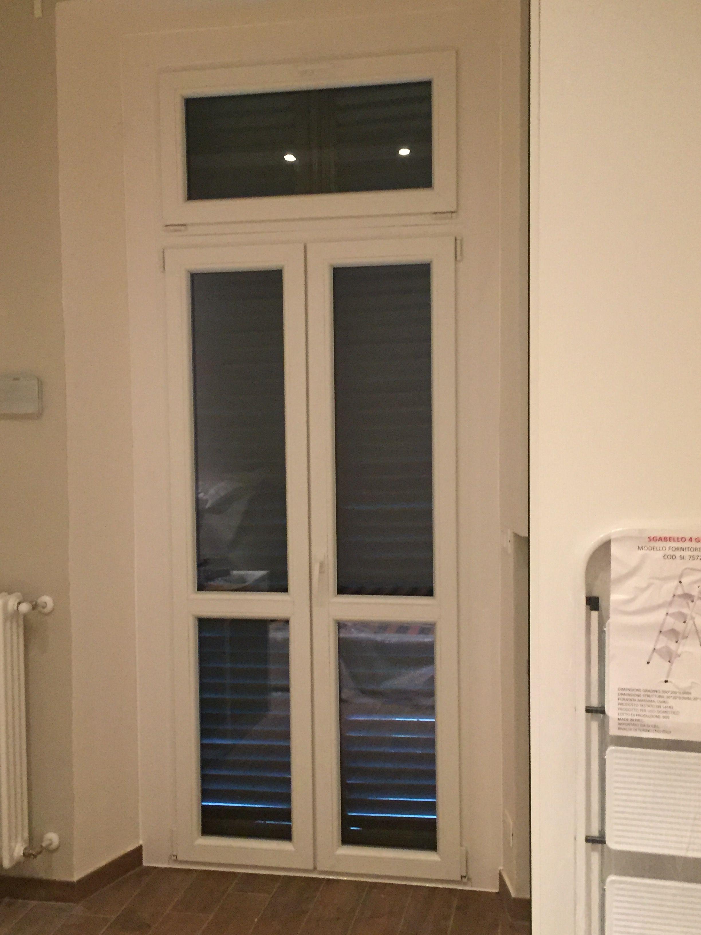 Porta Due Ante Con Sopra Luce Apribile Vasistas In Pvc Bianco Vasistas Finestra Luci