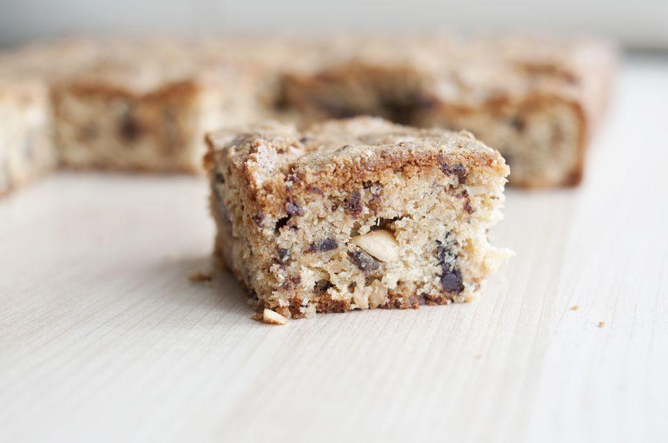 Peanut Butter Chocolate Blondies | get in my belly | Pinterest