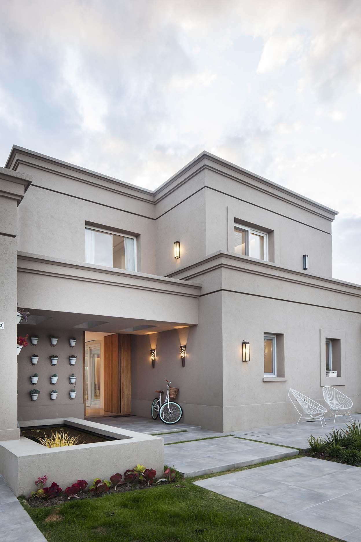 Color exterior ricardo pereyra iraola buenos aires for Casas modernas clasicas