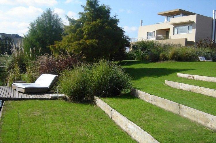 treppen im garten hanglage gras-stufen planken holz #garden