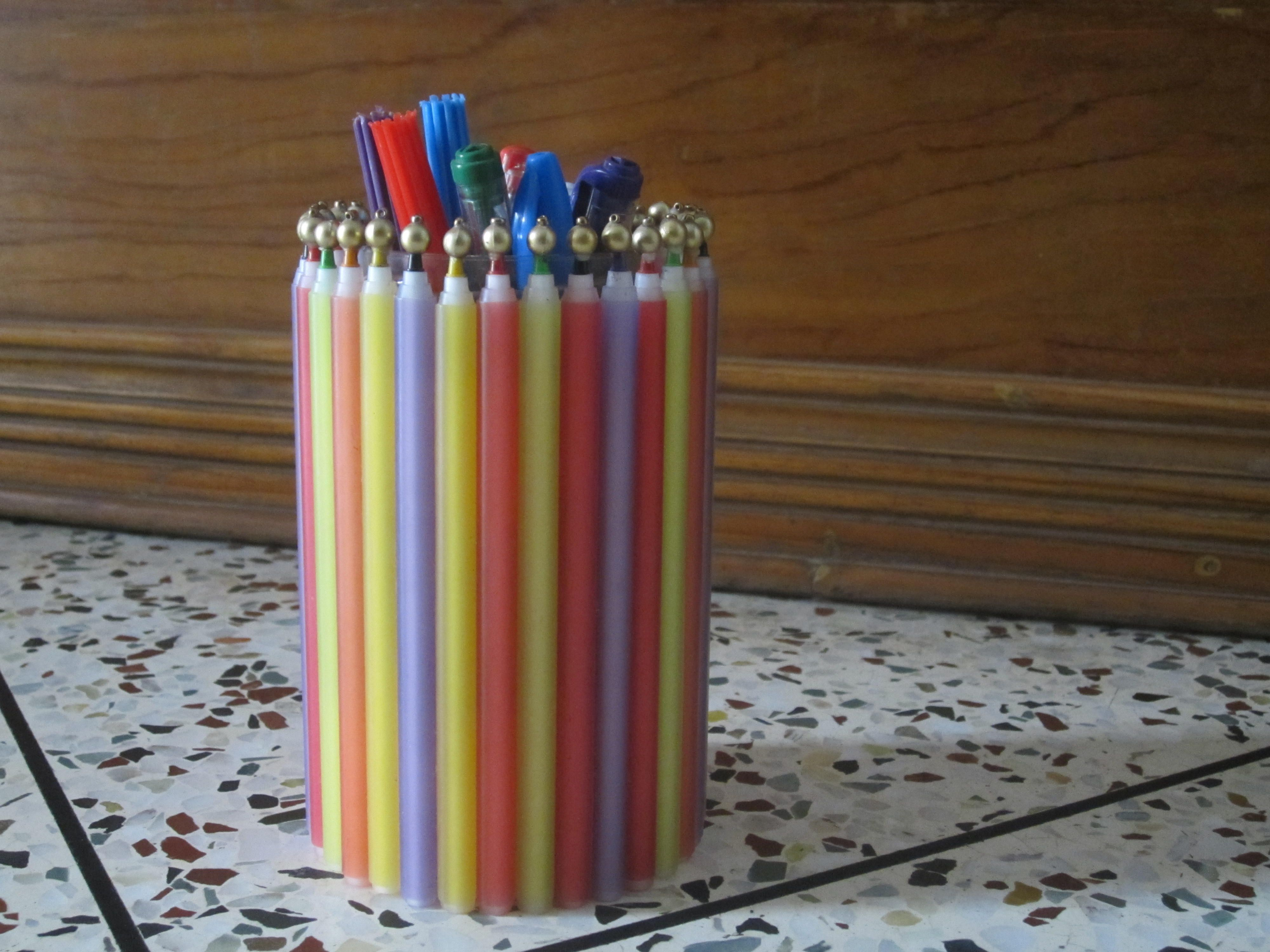 a pen holder made by using old and useless pens projects to try pen holders store. Black Bedroom Furniture Sets. Home Design Ideas