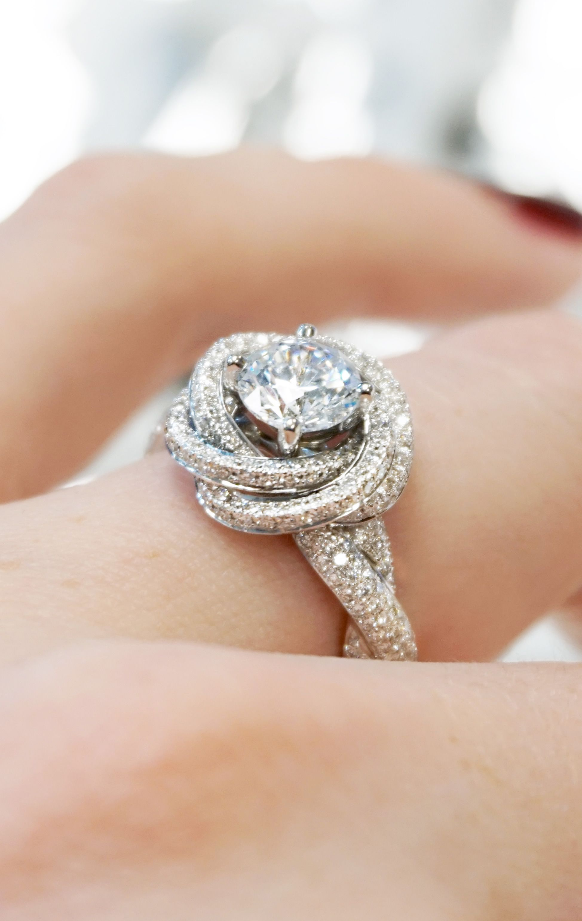 Modern knot edgeless pavé engagement ring takıat
