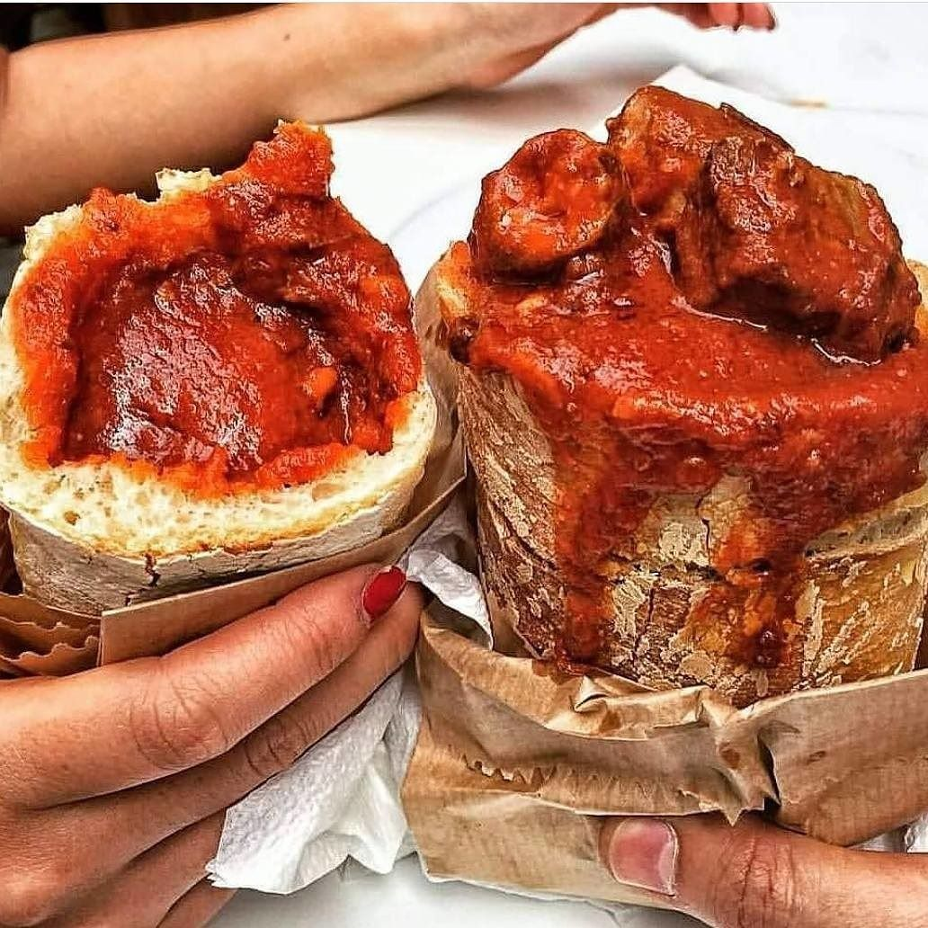 This Is The King Of Naples Street Food Cuzzetiello With Ragu The Cuzzetiello Is An Edge Of Peasant Bread Filled With Tra Food Peasant Bread Italian Wine