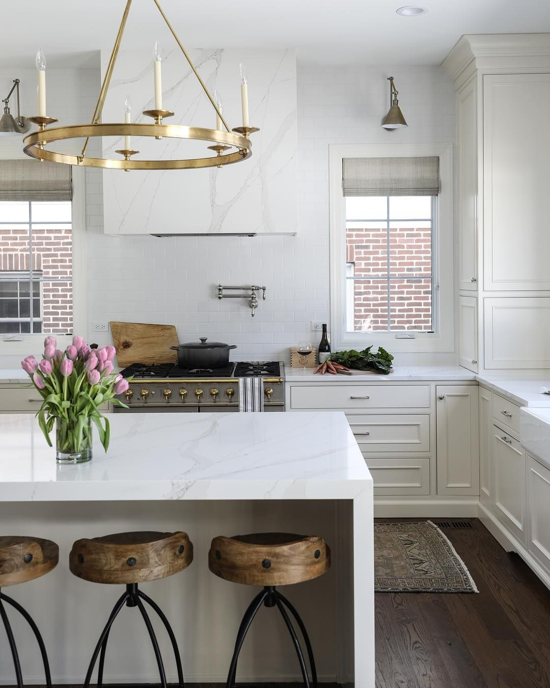 Client Spotlight Park Oak The Timeless Launceton Ring Chandelier Hangs Above The Modern Waterfall Kitchen Island Home Kitchens Kitchen Inspirations Home