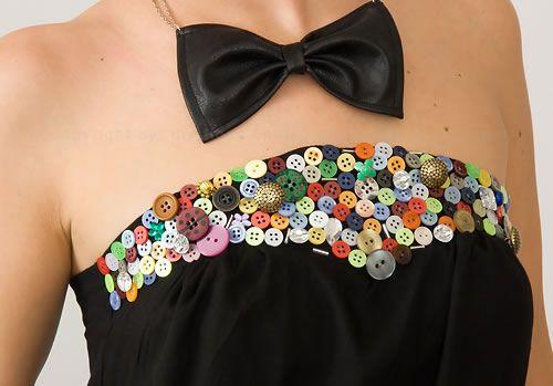 Linda camisa customizada com botões coloridos ! Dê um chan no seu look.