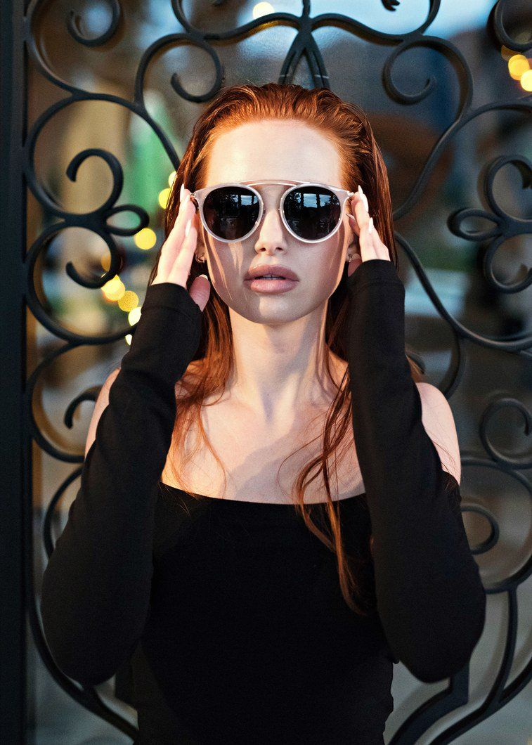 4d3d2e3a46035 Madelaine Petsch, de Riverdale, lançou uma coleção linda de óculos ...