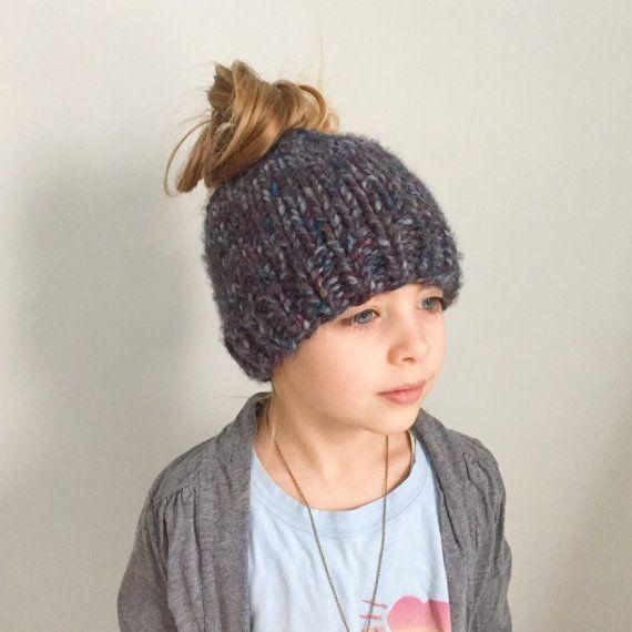 DIY KNITTING PATTERN // The Messy Bun Beanie // Ponytail Knitted Hat // Chunky Super Bulky Yarn #kidsmessyhats